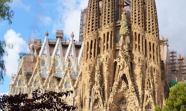 La Sagrada Familia from Antoni Gaudi must see in Barcelona